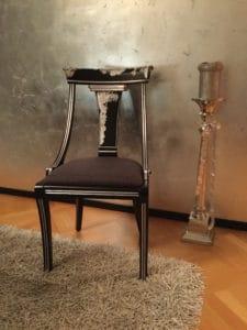 Dekorative Gestaltung von Stuhl und Wand - im Blog von Massimo Color, Hergiswil, Nidwalden, Schweiz.