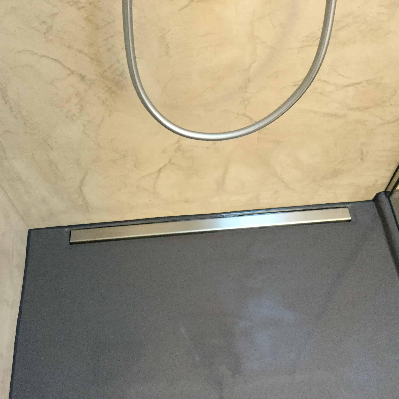 Fugenlos: Wandbeschichtung - Bodenbelag in Dusche